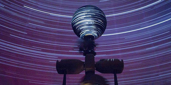 Planetarium star streaks with projector