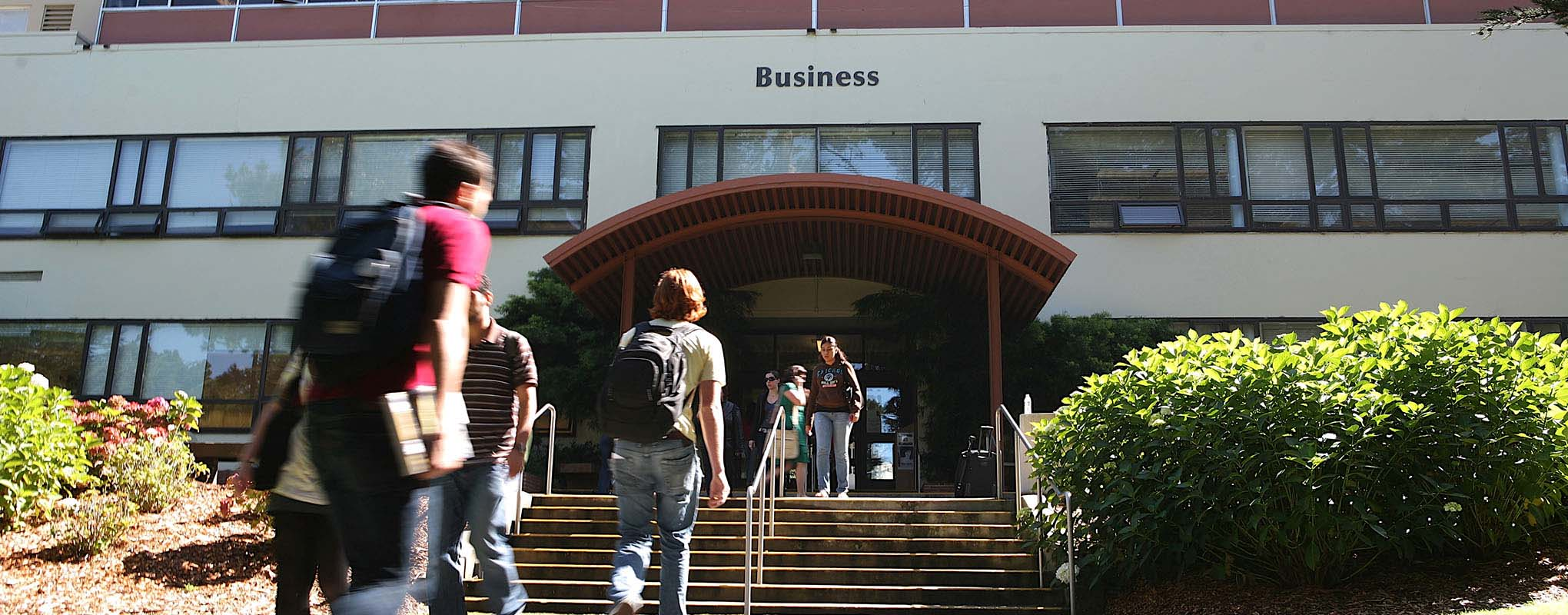 Students outside the SFSU Business Building
