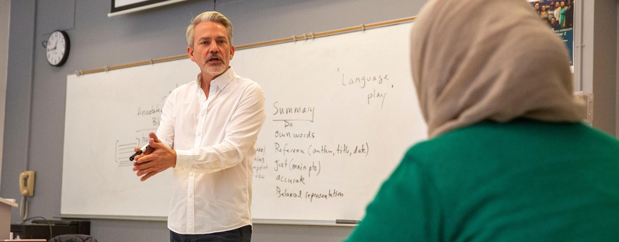 Robert Kohls guest-lectures a graduate level TESOL class