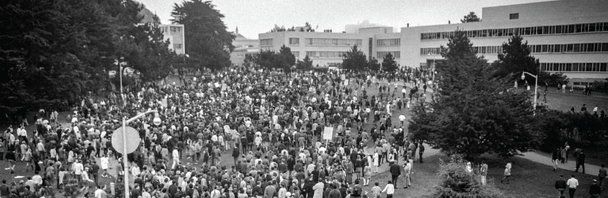 B & W photo of many strikers on SF State's quad campus