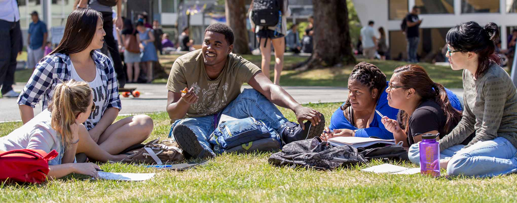 SFSU students exchanging ideas